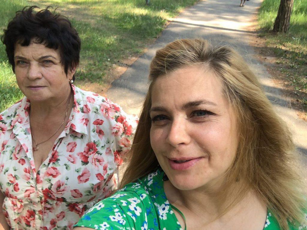 Ирина Пегова приехала в гости к маме в Выксу