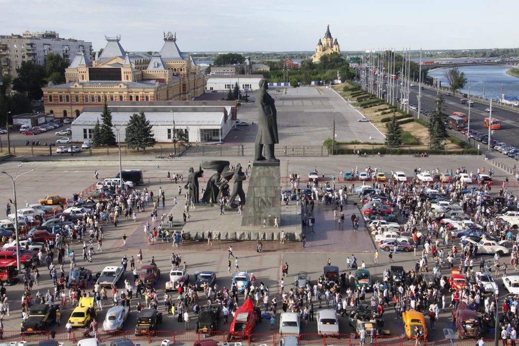 Крутой винтаж. 10 ярких кадров с международного ралли «Пекин-Париж» в Нижнем Новгороде