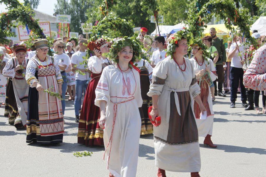 В Красных Баках прошел летний народный фестиваль «Зеленые святки»
