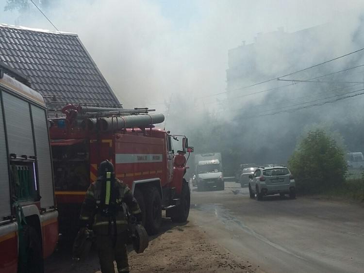 Автосервис загорелся в Нижнем Новгороде