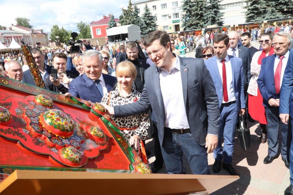 Глеб Никитин открыл фестиваль НХП «Золотая хохлома» вСемёнове