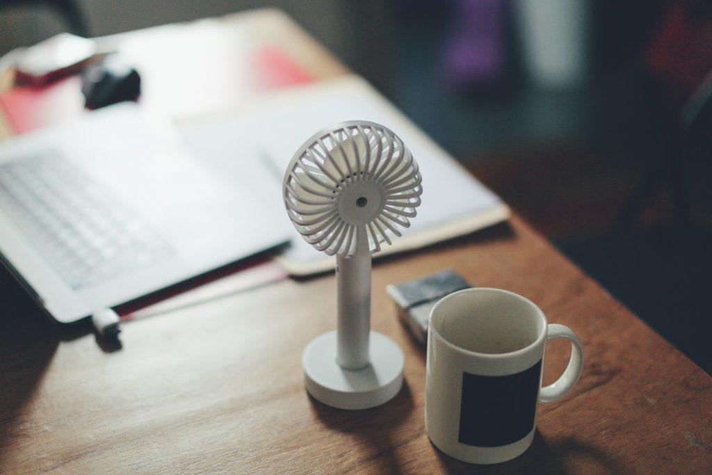 Работодателям рекомендовали сокращать рабочий день при жаркой погоде