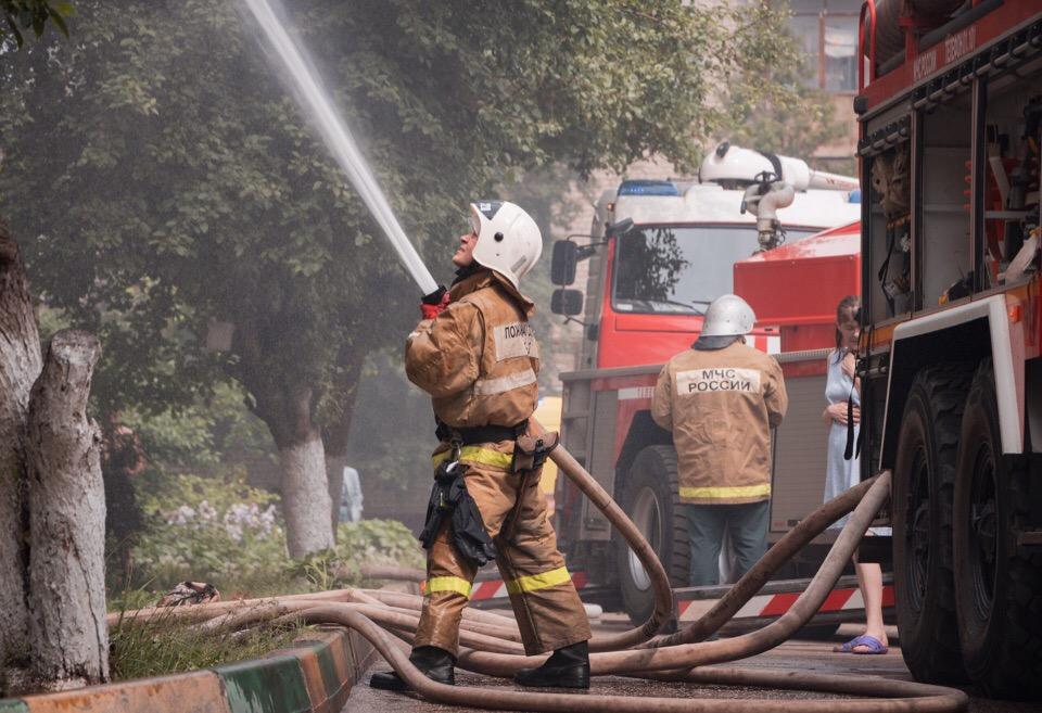 В Нижнем Новгороде из-за удара молнии загорелся дом