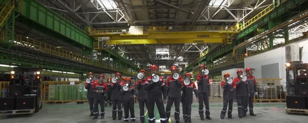 На Выксунском металлургическом заводе сняли клип на песню «Машины времени»