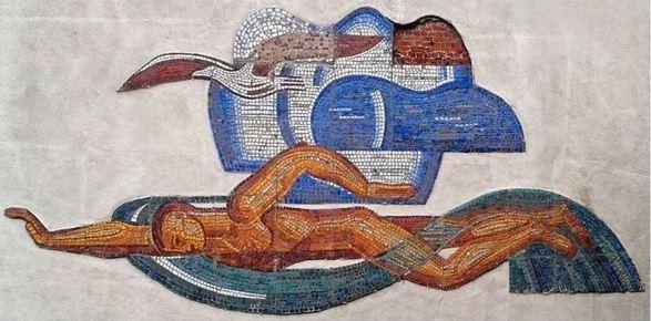 Многострадальные «пловец и чайка» вернутся на фасад автозаводского бассейна