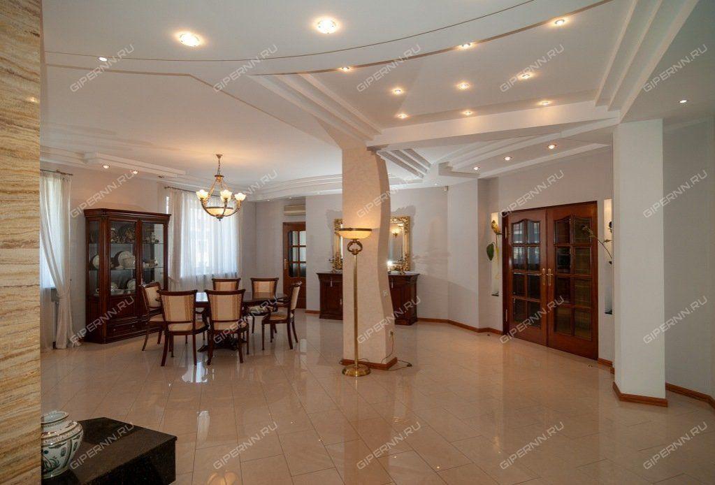 В центре Нижнего Новгорода продают квартиру размером с дачный участок