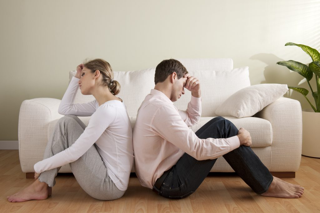 Тревожный звонок: кто и зачем сообщает жёнам об изменах мужей