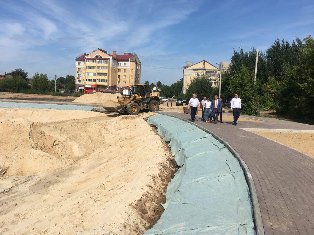 На Мухинском озере идут работы по гидроизоляции дна