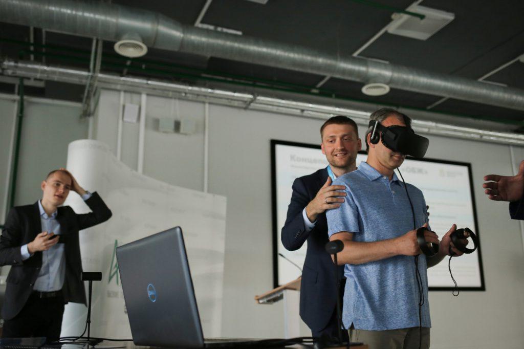 Аркадий Дворкович высоко оценил представленные нижегородскими компаниями инновационные разработки
