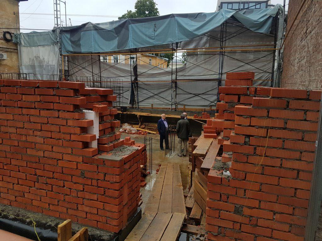 «То, что началось строительство – это грубое нарушение». Собственнику «Шахматного дома» грозит штраф до 200 тысяч рублей