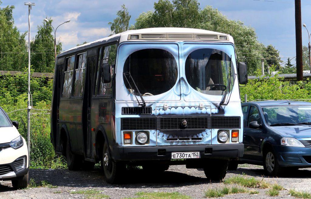 Фото дня: Пазик-череп замечен в Нижнем Новгороде