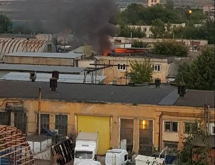 Пожар вспыхнул на нижегородской автобазе