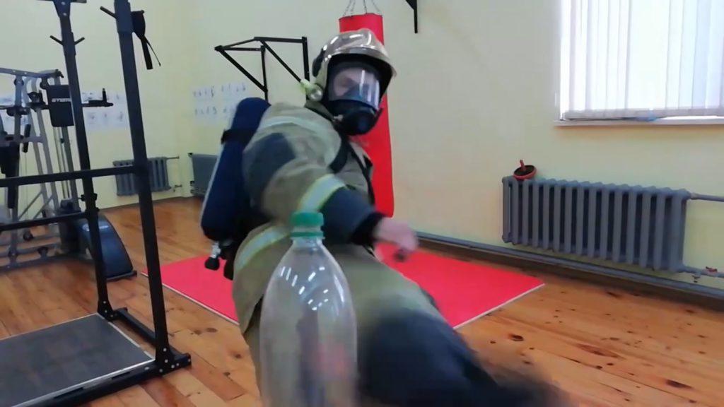 #BottleCapChallenge от нижегородского пожарного. Спасатель ногой открутил крышку бутылки