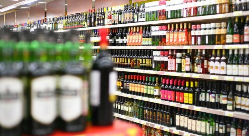 Налётчик с металлическим прутом напал на продавца, требуя 10 бутылок пива