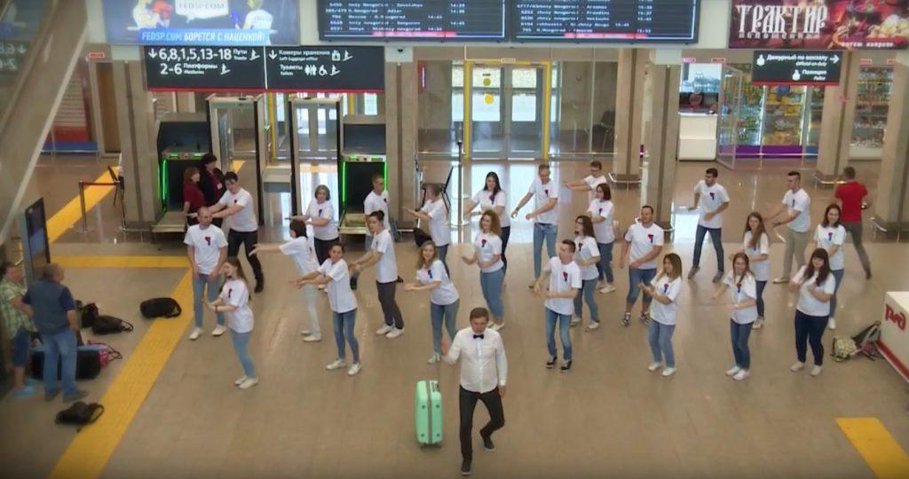 Нижегородцы устроили флешмоб на Московском вокзале