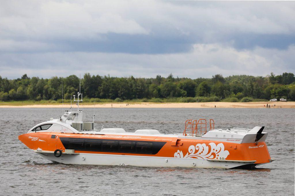 Запуск судна на подводных крыльях «Валдай 45Р»