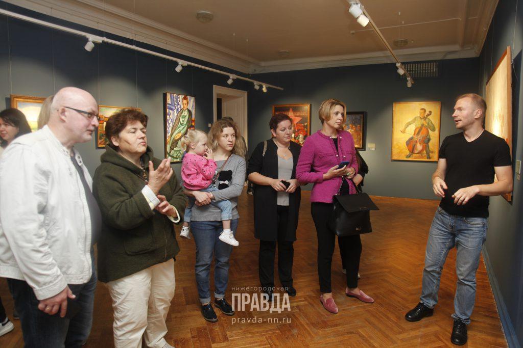 Коллектив «Нижегородского областного информационного центра» прогулялся по выставке «Сокровища музеев России»