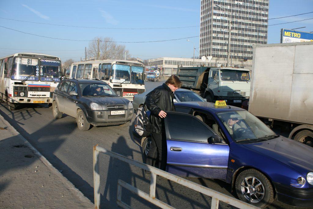 Такси или личный автомобиль: считаем, что выгоднее
