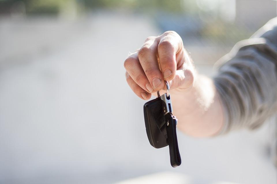 Нижегородка рассказала судебным приставам, где ее муж-должник прячет машину