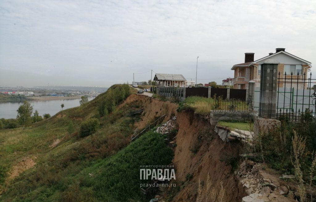 Жители посёлка Новинки боятся, что их дома уйдут под землю
