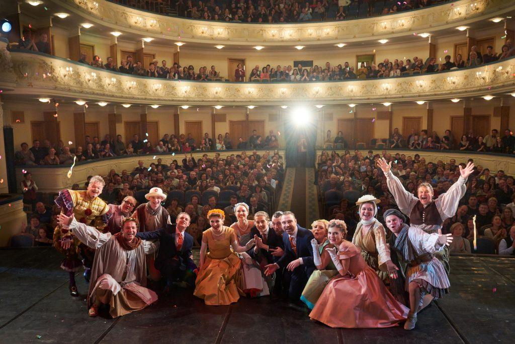 В театр по чеку: билеты стали продавать по новым правилам
