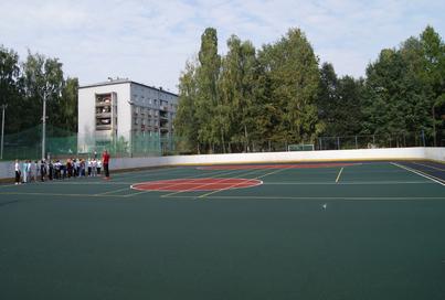На стадионе спортшколы «Надежда» появилось новое покрытие после обращения родителей её воспитанников к мэру Панову