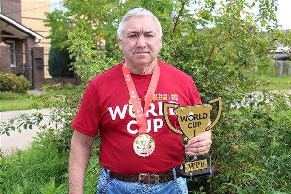 71-летний нижегородец Михаил Бобков рассказал, как стал чемпионом мира по пауэрлифтингу