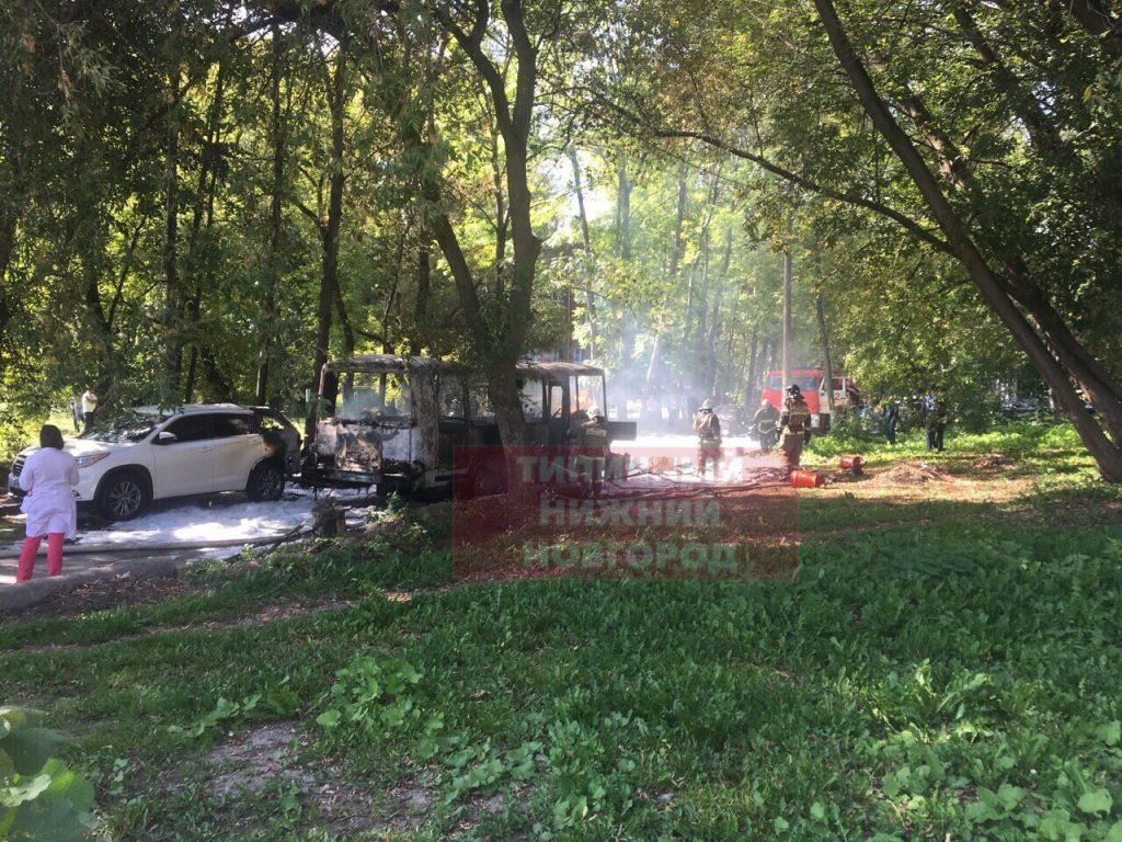Ритуальный ПАЗик с телом покойника горел в Нижнем Новгороде