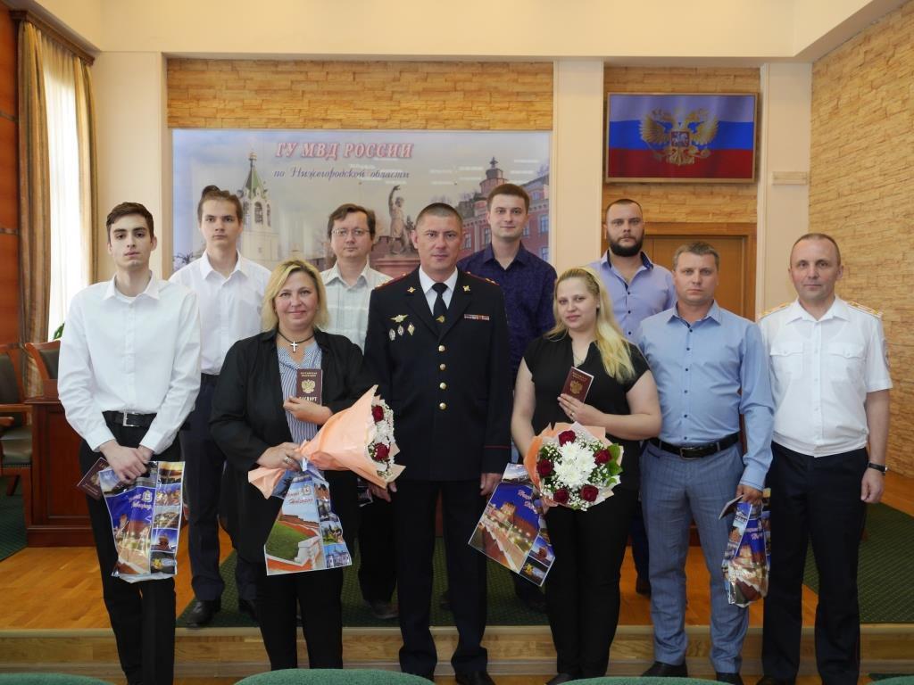 Восемь новых граждан России получили паспорта в Нижнем Новгороде