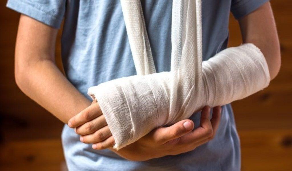 Медики рассказали, как избежать травм в зимний период и почему первую помощь должны оказывать специалисты