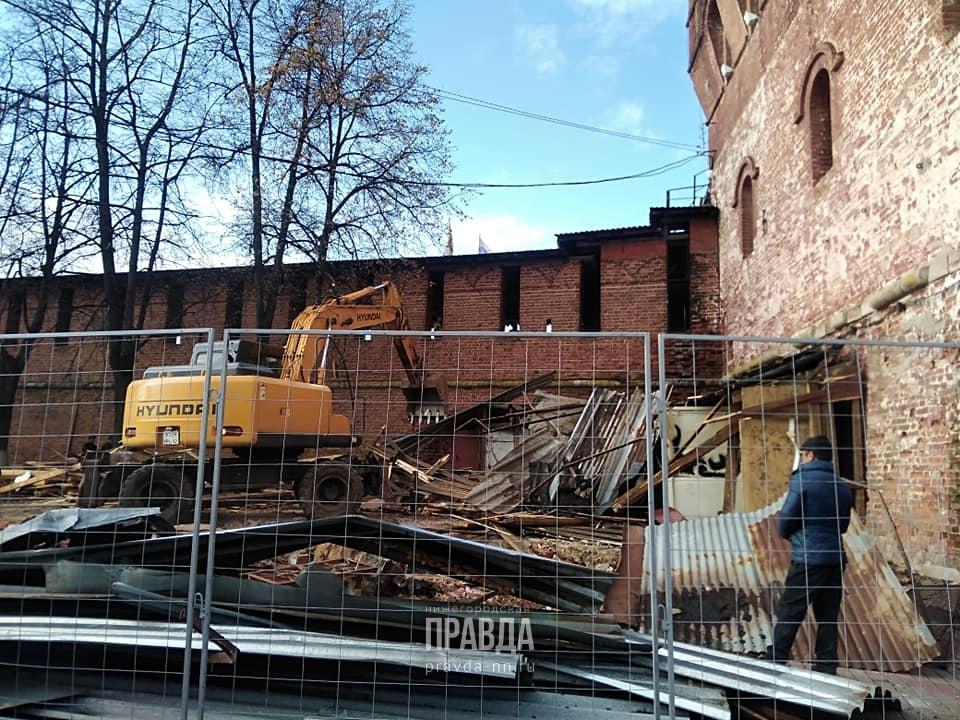 Стало известно, почему снесли легендарное кафе рядом с Дмитриевской башней