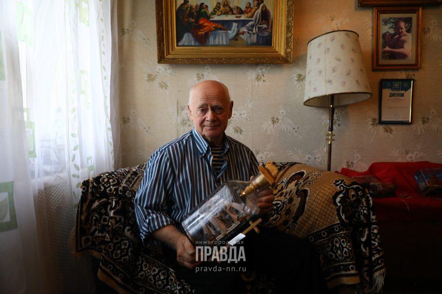Не в море, так в стекле: нижегородский пенсионер поделился секретами создания кораблей в бутылках