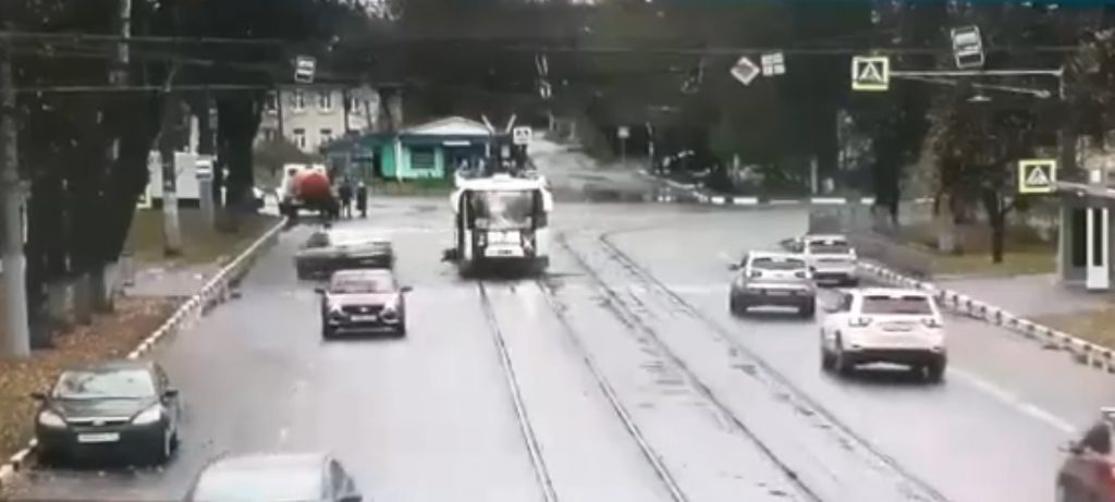 Водитель сбил двух пешеходов в Нижнем Новгороде