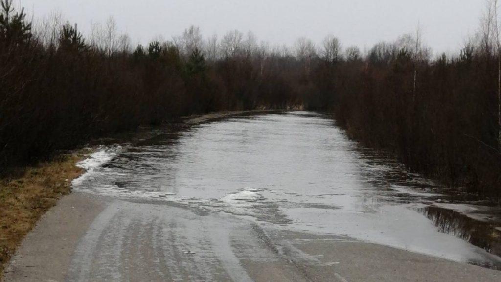 В Нижегородской области затопило дорогу