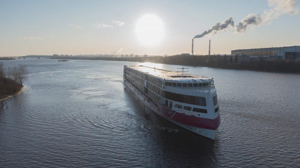 Пассажиров лайнера «Мустай Карим» сняли с круиза в Санкт-Петербурге