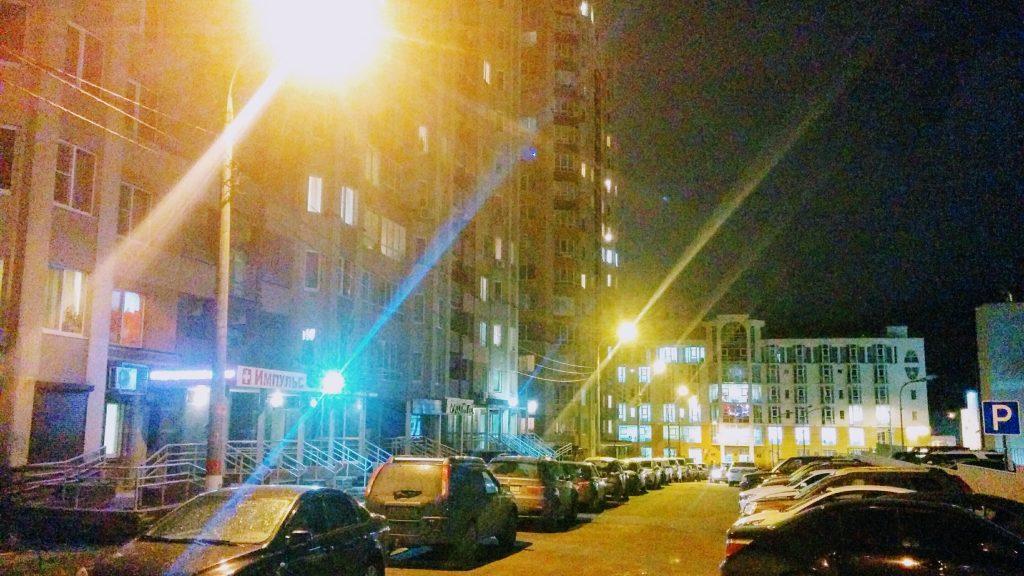 В микрорайон «Медвежья долина» на улице Родионова вернулось уличное освещение