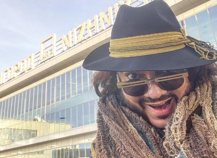 Цвет настроения Нижний: Филипп Киркоров сделал селфи на фоне аэропорта «Стригино»