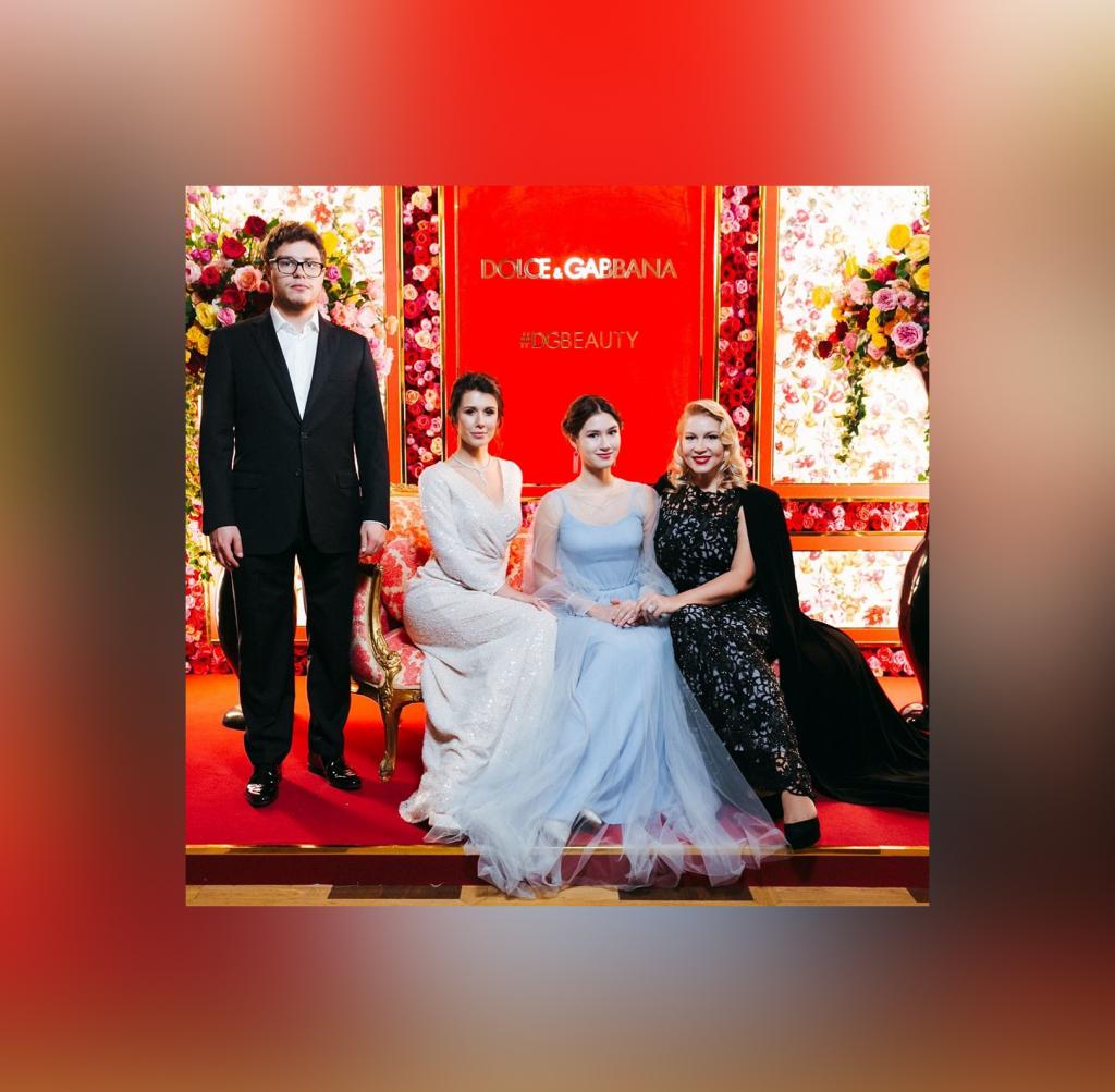 После бала: Екатерина Одинцова вывела семью в свет