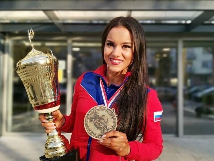 Нижегородка Екатерина Бородина стала абсолютной чемпионкой мира по бодибилдингу