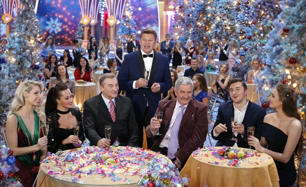 Юмор, песни и фильмы: что посмотреть в новогоднюю ночь по телевизору