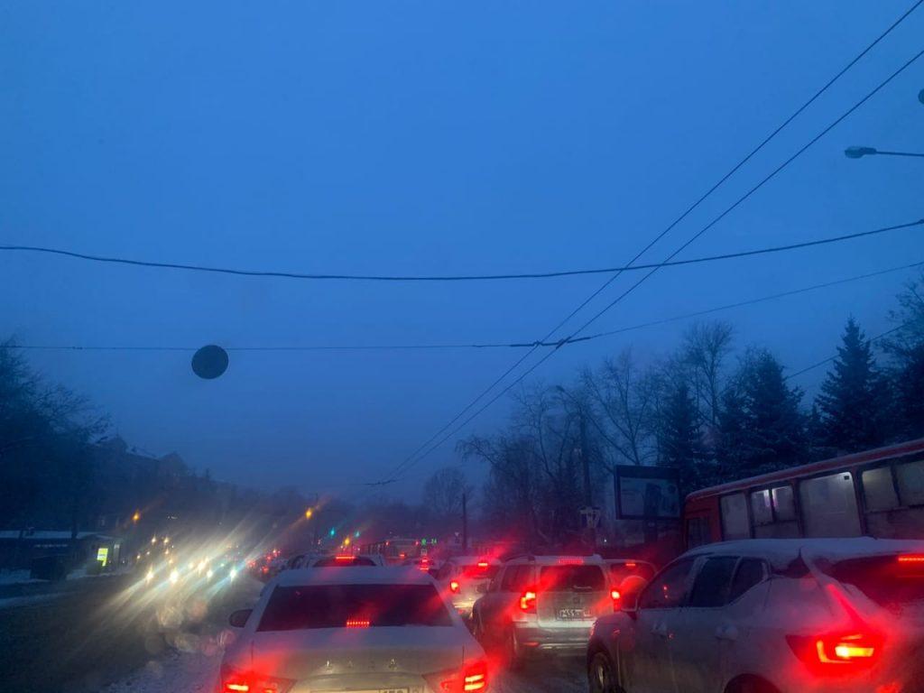 Нижний Новгород встал в 9-балльных пробках