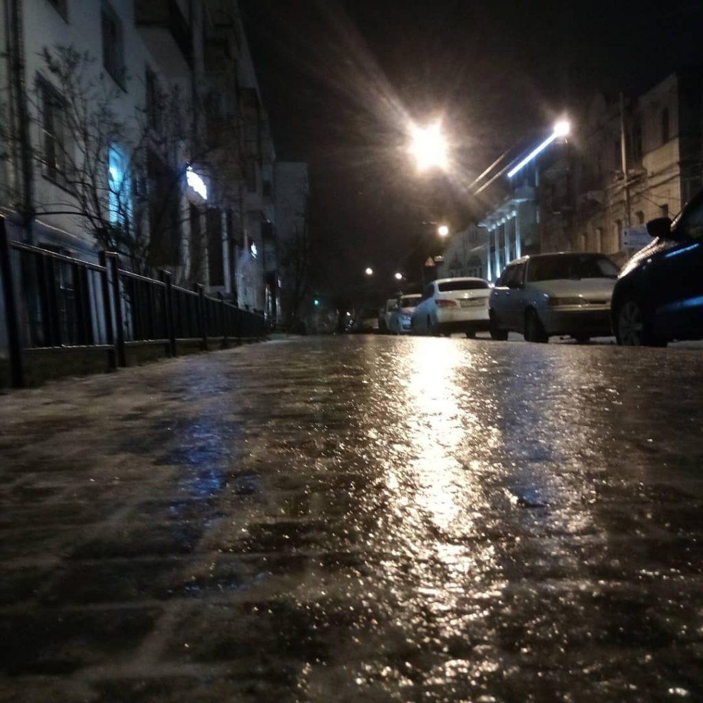Дороги и тротуары — сплошной каток: в Нижнем Новгороде прошел ледяной дождь
