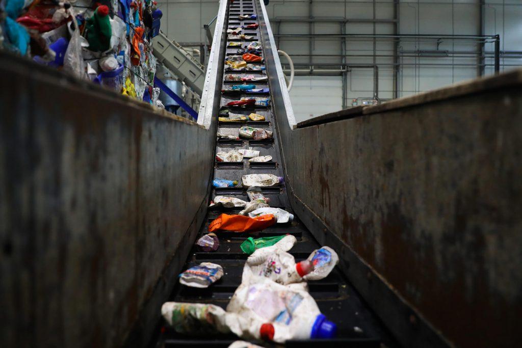 Завод по переработке вторсырья открыли в Нижнем: показываем, как пластику дают ещё один шанс