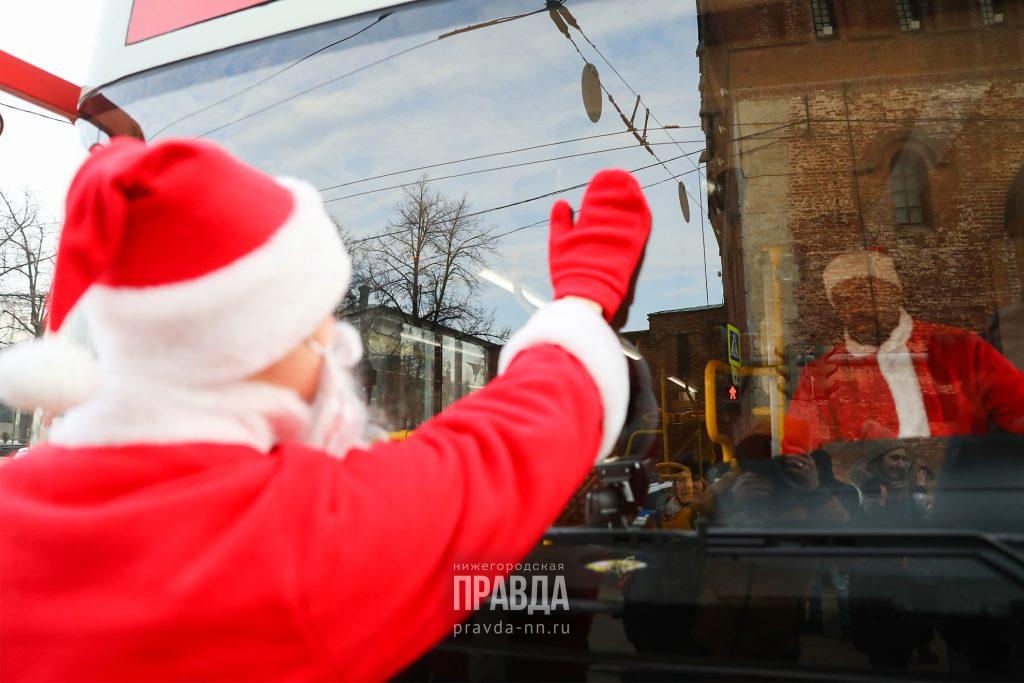 Дед Мороз подарок преподнёс: известные нижегородцы рассказали о встрече с праздничным персонажем