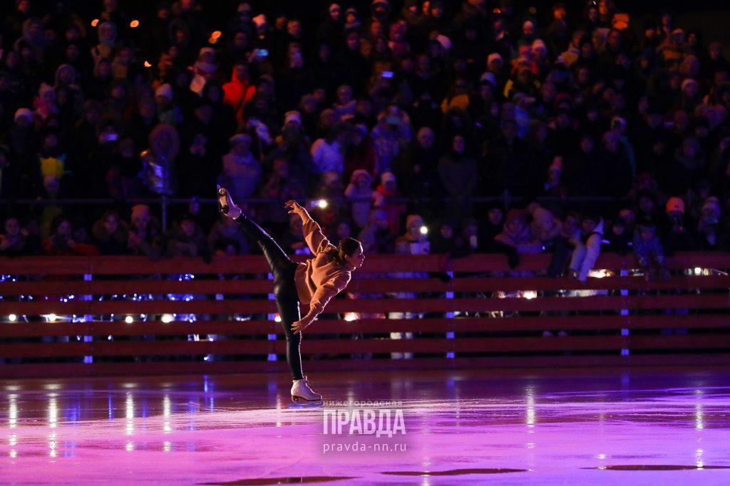Ирина Слуцкая и Аделина Сотникова открыли зимнюю площадку «Спорт Порт»: смотрим на фееричные выступления звезд