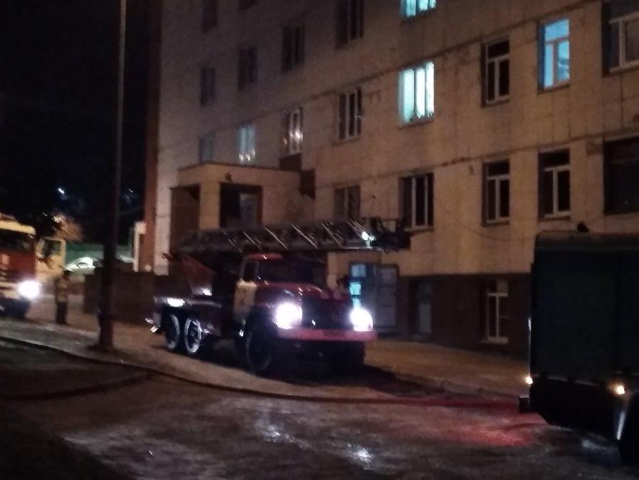 Психбольница загорелась ночью на улице Ульянова: эвакуировали более 140 человек