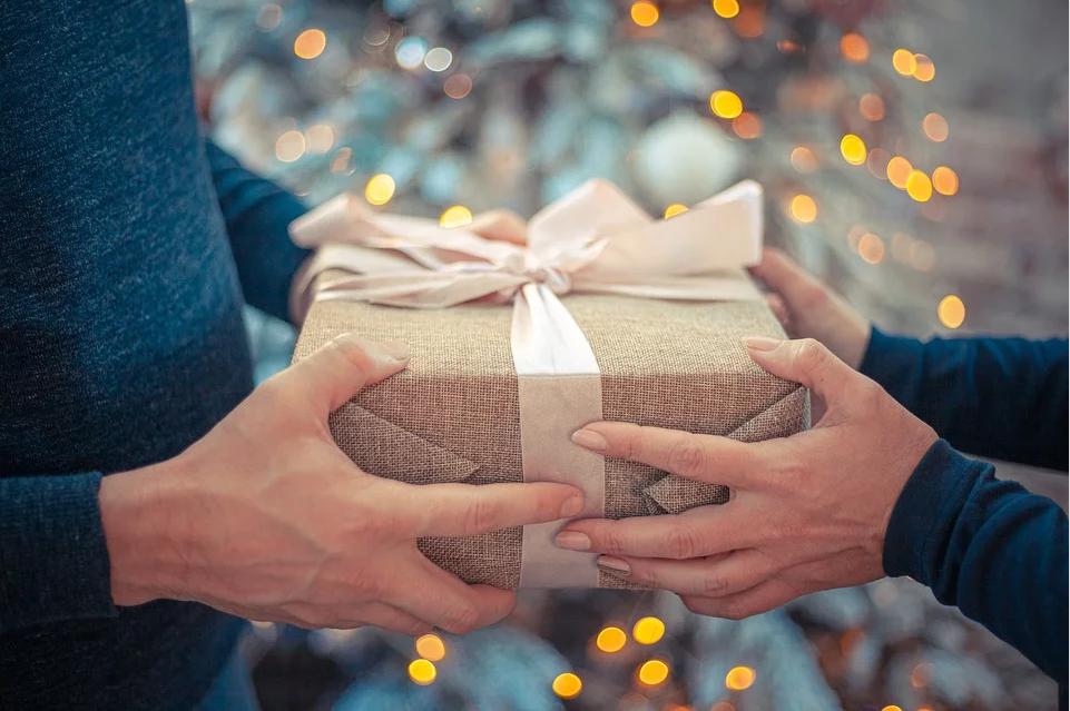 Как правильно выбрать подарок родным и близким на Новый год