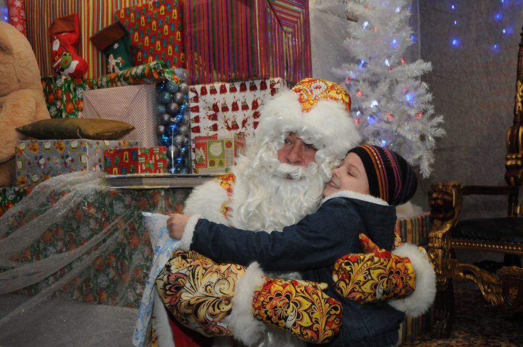 Семейный психолог Анна Митрофанова: «Вера в Деда Мороза очень важна для нормального развития ребёнка»