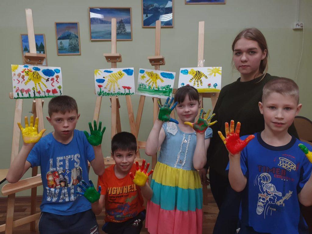 Ангелы для бабушек, «SOSисочка» для Ласки и детишкина радость: как «Чебуриада» помогает детям-сиротам творить добро
