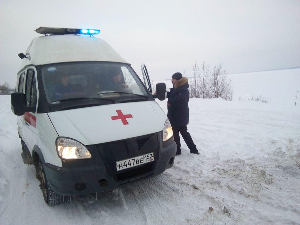 Один погиб, четверо спасены: рыбаки провалились под лед в Нижегородской области (ВИДЕО)